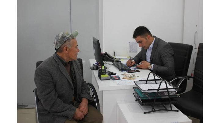 Tokat'ta yaşlı adam yolda sigara paketi içerisinde bir miktar para ve banka kartı buldu, belediyeye teslim etti.