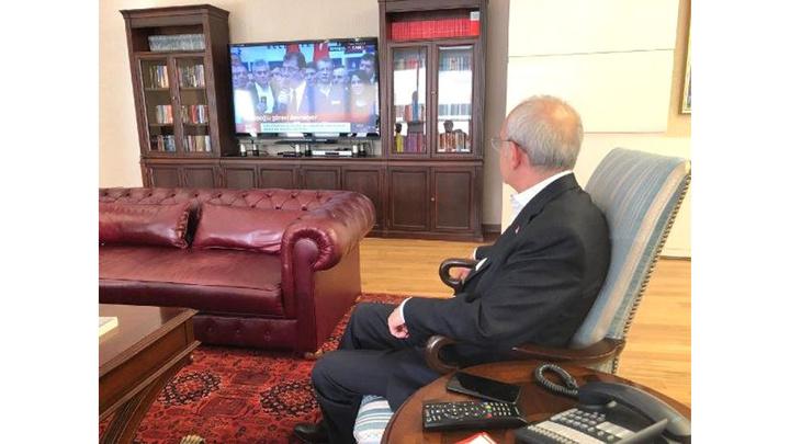 Kemal Kılıçdaroğlu, mazbataya ilişkin gelişmeleri partisinin genel merkezinde böyle izledi