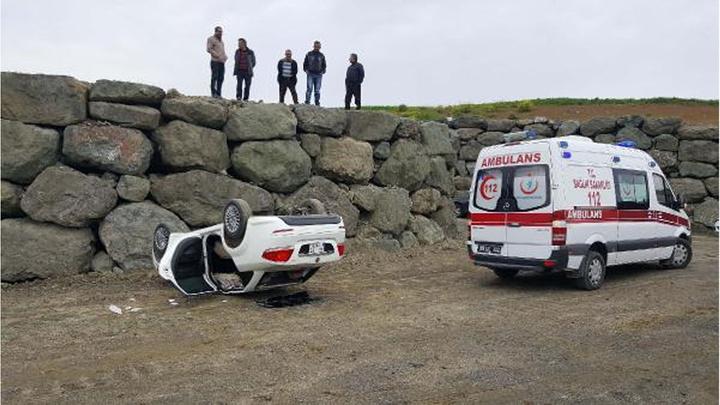 Samsun'da 3,5 metre yükseklikteki istinat duvarından düşen otomobilin sürücüsü yaralandı