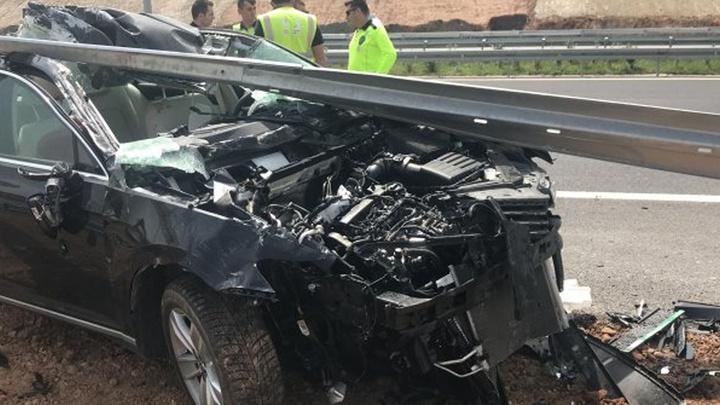 Kocaeli'de kontrolden çıkan otomobil bariyere çarptı: Baba öldü, eşi ve kızı yaralı