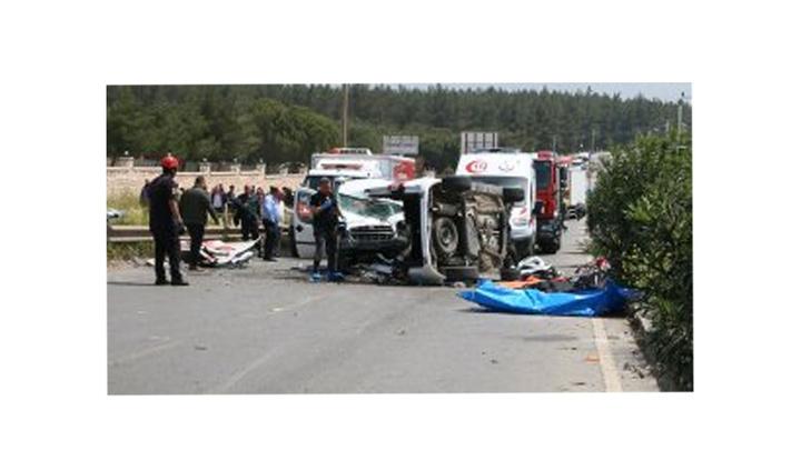 İzmir'de piknik yolunda meydana gelen kazada 4'ü çocuk 7 kişi öldü, 1 kişi yaralandı