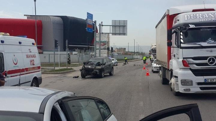 Çorum'da polisten kaçan araç başka bir araca çarptı: 6 kişi yaralandı