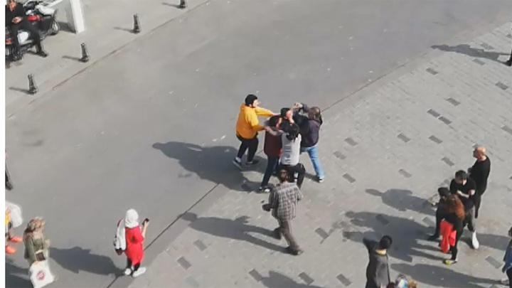 Taksim Meydanı'nda Fas uyruklu sevgililer kavgaya tutuştu