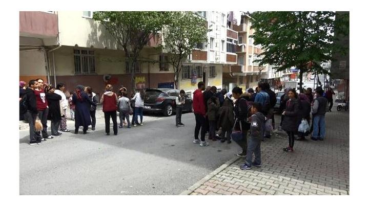 Sultangazi'de öğrenci servisi bir kişiye çarptı