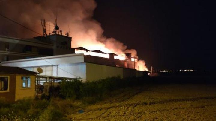 Denizli'de tekstil fabrikasında çıkan yangın kısa sürede büyüdü