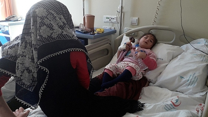 Kars'ta cıvadan zehirlenen aile bir aydır hastanede tedavi görüyor