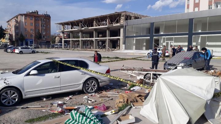 Çorum'da çarpışan iki araçtan biri seyyar satıcıların arasına daldı: 1 ölü, 2 yaralı