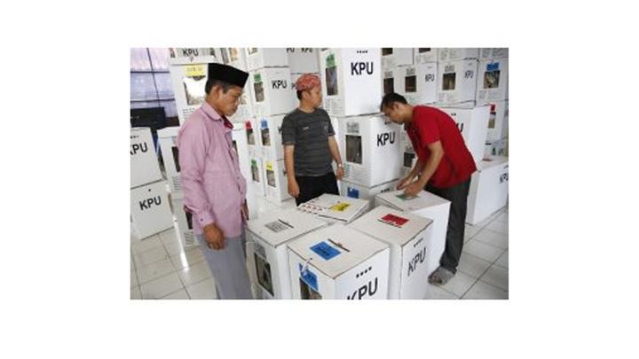 Endonezya seçimlerinde 270'ten fazla görevli oy sayımı sürecinde yorgunluktan öldü