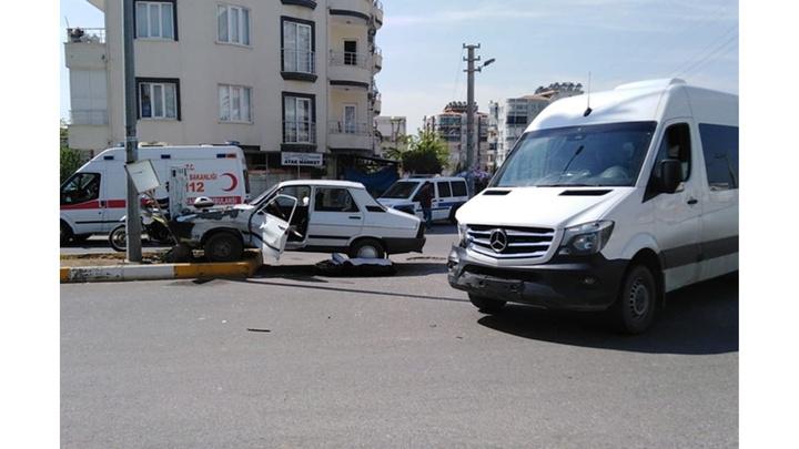 Adıyaman'da minibüs ile otomobilin çarpıştığı kazada 2 kişi yaralandı