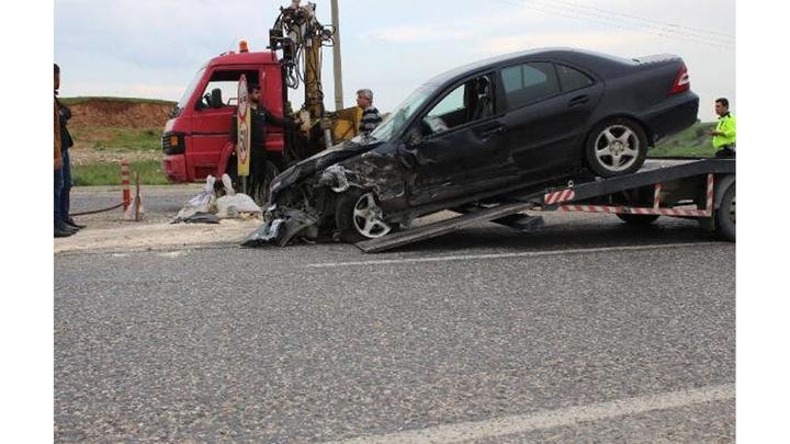 Adıyaman'da kafa kafaya çarpışan iki otomobil hurdaya döndü: yaralanan olmadı