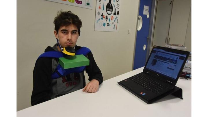 İzmir'de liseli genç boynundan aşağısını kullanamayan amcası için 'çene mouse' tasarladı