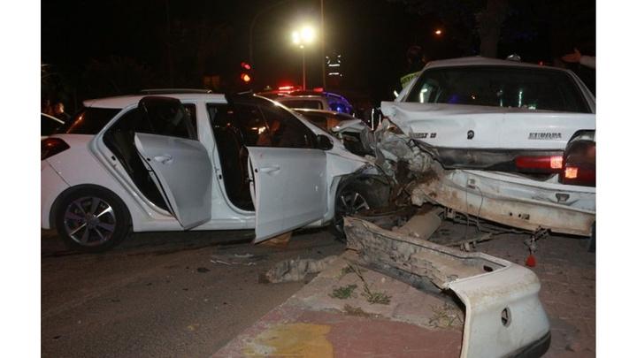 Adıyaman'da zincirleme kazada 6 araç birbirine girdi: 5 yaralı