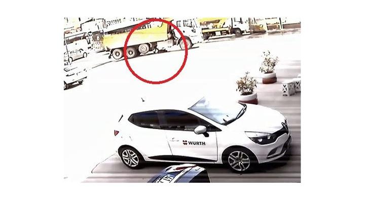 Kocaeli'de hafriyat kamyonun yaşlı adam çarpma anını güvenlik kamerası kaydetti