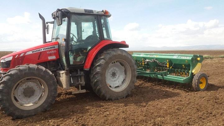 Ağrı'da çiftçiler tarlaları ekmeye başladı