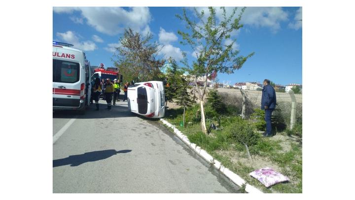 Isparta'da kontrolden çıkan otomobil yan yattı, sürücü yaralandı