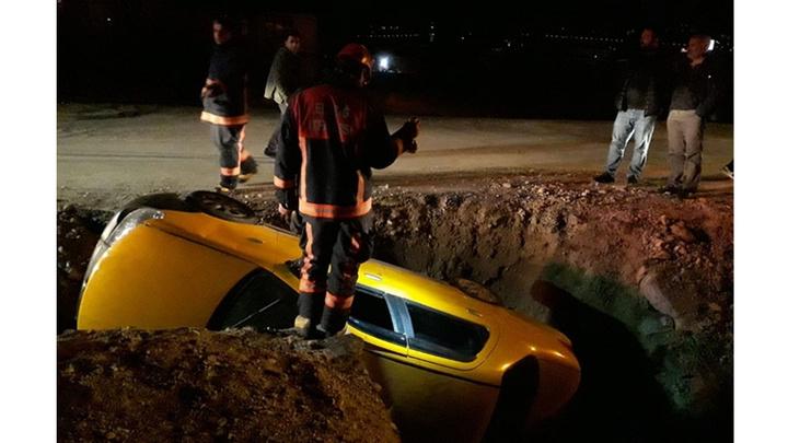 Elazığ'da bir otomobilin dereye uçtuğu kazada 3 kişi yaralandı
