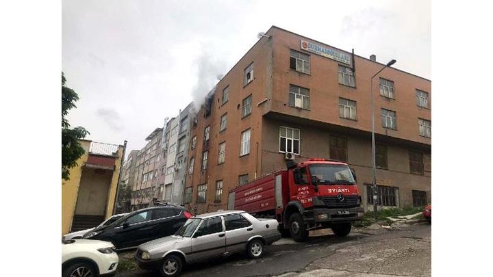 Ankara'da siteler bölgesinde iş yerinde yangın çıktı