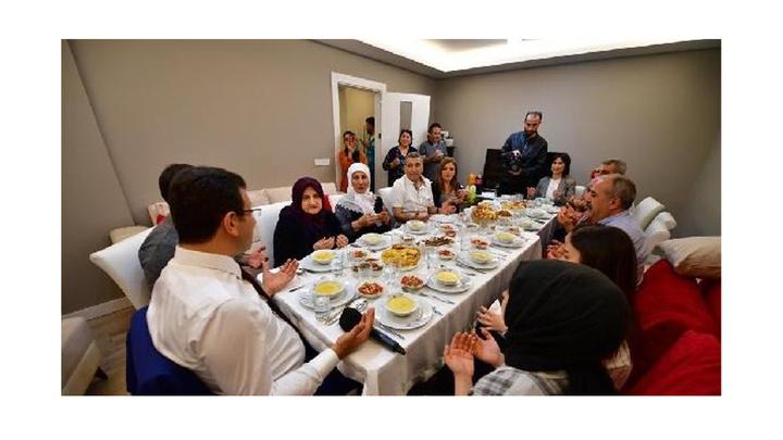 Ekrem İmamoğlu: Ben İstanbul'u İstanbul Büyükşehir Belediye Başkanı olarak geziyorum