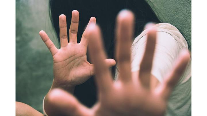 Kocaeli'de cinsel istismarla suçladığı babasının yüzünü görmemek için duruşmaya gelmedi ve şikayetçi olmadığını bildirdi