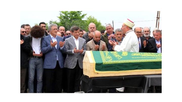 Ahmet Davutoğlu, AK Parti'li eski Milletvekili Hamdi Irmak'ın babasının cenazesine katıldı