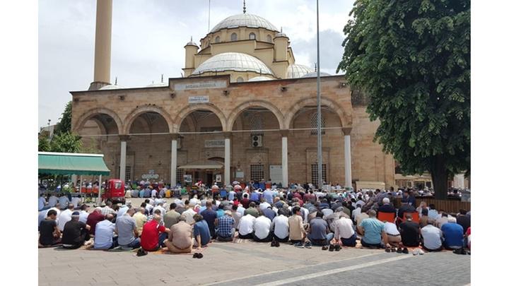 Düzceliler Ramazan ayının ilk cuma namazında camileri doldurdu