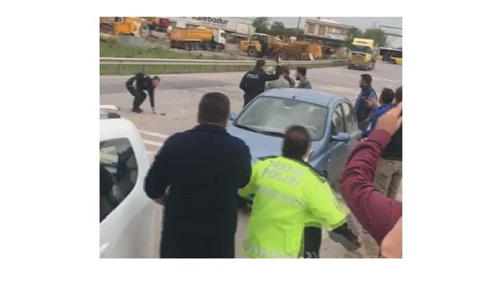 Tuzla'da zincirleme kaza sonrası çıkan kavgaya polis ekipleri müdahale etti