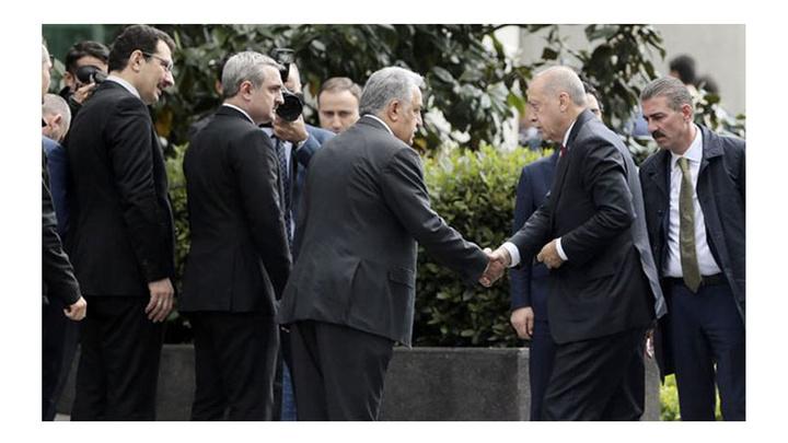 Cumhurbaşkanı Recep Tayyip Erdoğan, toplantı sonrası AK Parti İstanbul İl Başkanlığı'ndan ayrıldı