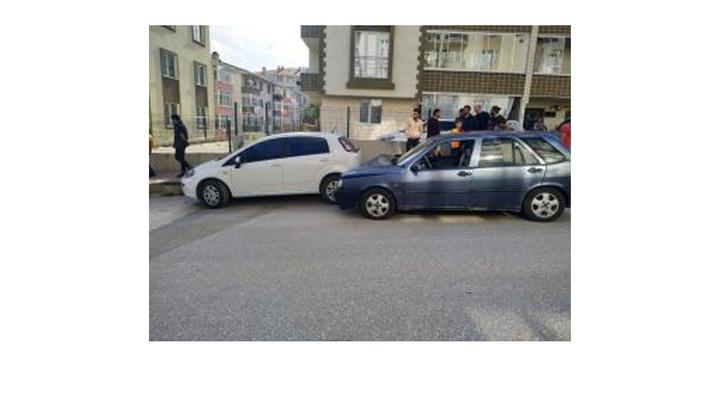 Bilecik'te otomobil park halindeki otomobile çarptı, 3 çocuk yaralı