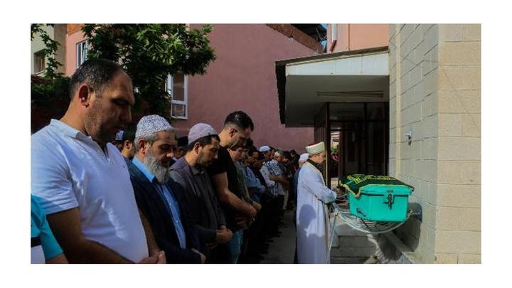 Manisa'da içi su dolu sondaj kuyusuna düşerek boğulan minik Mehmet toprağa verildi