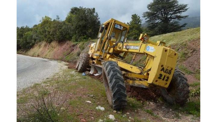 Antalya Büyükşehir, Konyaaltı ve Manavgat'ta bozulan yollara onarım yapıyor
