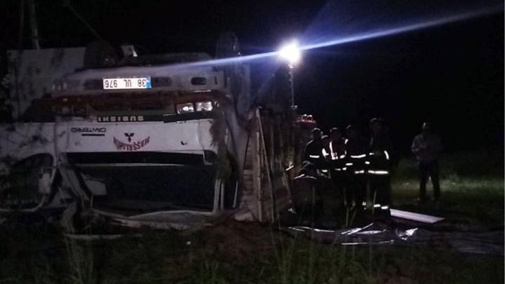 Van'da mültecileri taşıyan kamyon devrildi