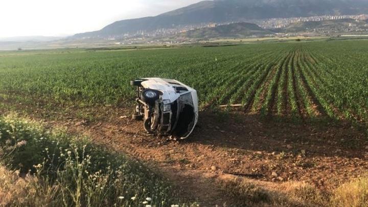 Kahramanmaraş'ta köpeğe çarpmak istemeyen yolcu minibüsü yan yattı: 6 yaralı