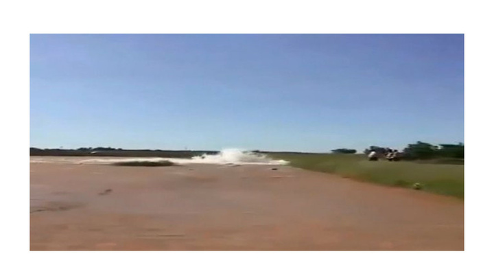 Şanlıurfa'da su borusu patladı, ekili araziler su altında kaldı