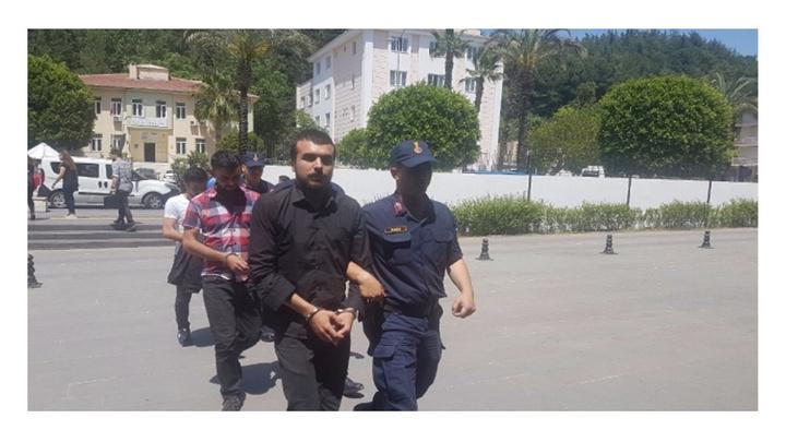 Manavgat'ta arkadaşlarıyla bir olup babasının ineğini çaldı