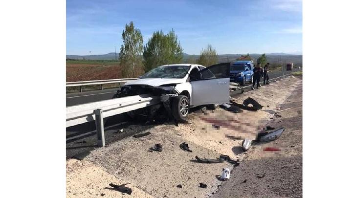 Kayseri'de otomobil bariyere çarptı: sürücünün bacağı koptu
