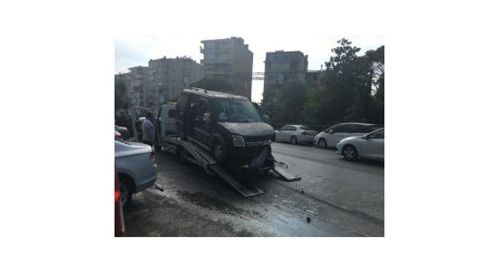 İzmir'de iki araç çarpıştı: 4 yaralı