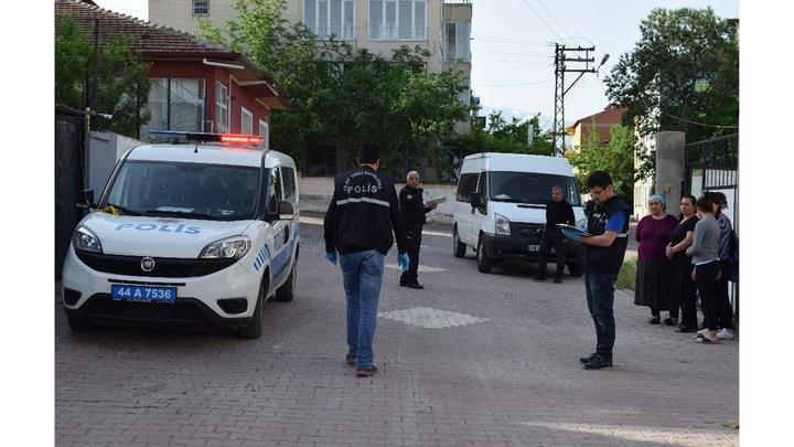 Malatya'da bir apartmana pompalı tüfekle saldırı
