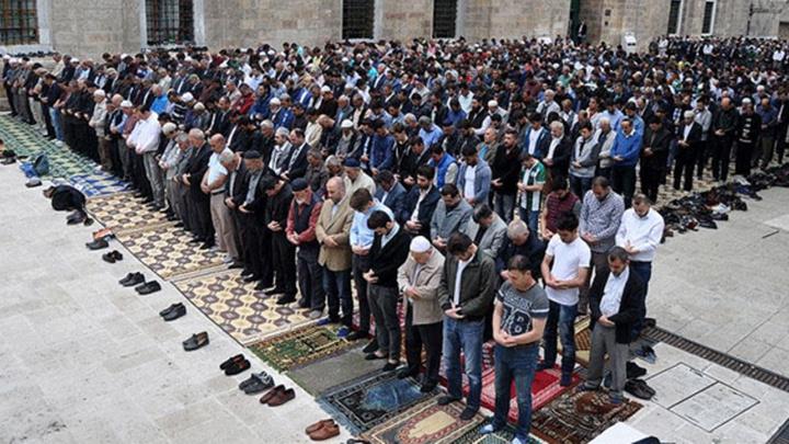Bursalılar sabah namazında Ulu Camiye akın etti