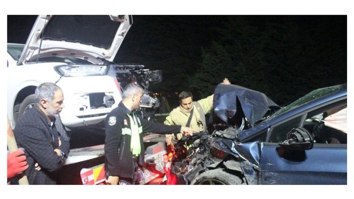 Lüks cip ile otomobil kafa kafaya çarpıştığı kazada 1'i çocuk 4 yaralı