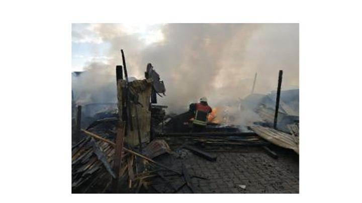 Kayseri'de kereste deposunda yangın