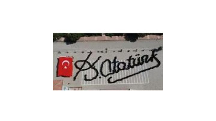 """Elazığ'da 690 öğrenciden """"Atatürk İmzası"""""""