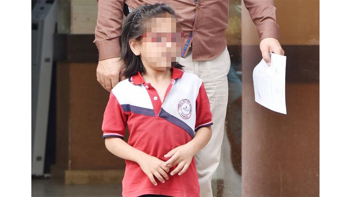 Antalya'da anneden arkadaşlarının kalemini izinsiz alan kızına korkunç ceza