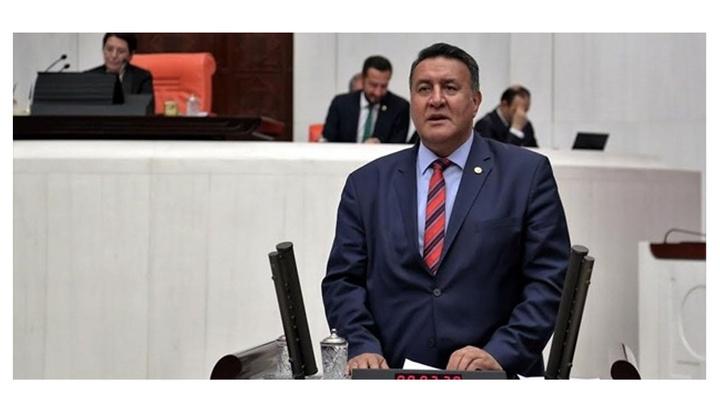 CHP Niğde  Milletvekili Ömer Fethi Gürer'den bayramlık şeker ve lokumla basın toplantısı