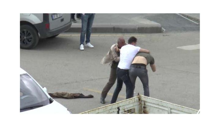 Erzurum'da sokak ortasında kalbinden bıçaklandı