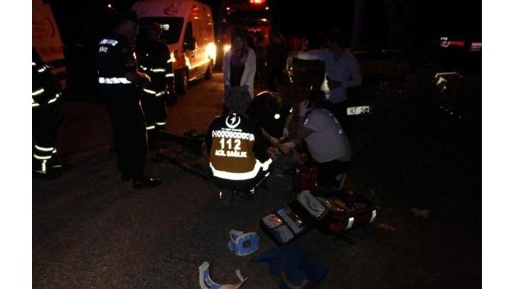 Kocaeli'de otomobil aydınlatma direğine çarptı: 1 ölü, 2'si çocuk 3 kişi yaralı