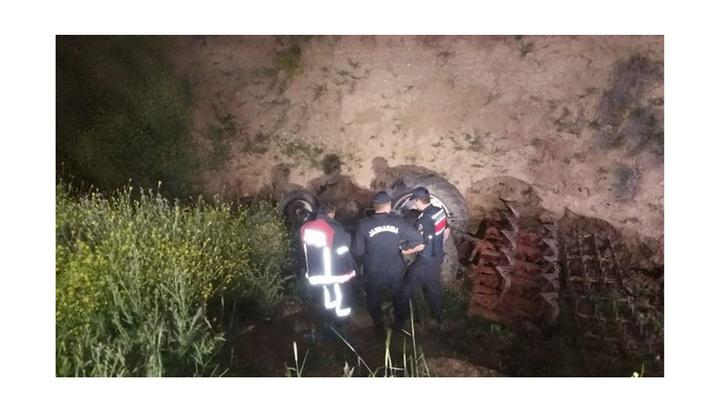 Başkent'te traktör şarampole uçtu, sürücü hayatını kaybetti