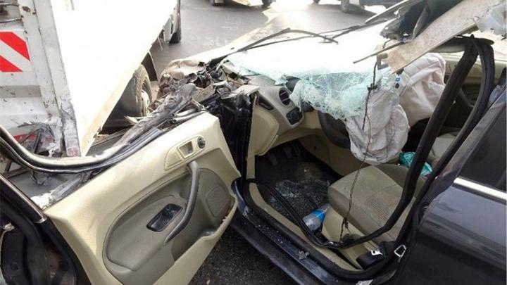 Pendik'de otomobil kamyonete çarptı: 2 yaralı