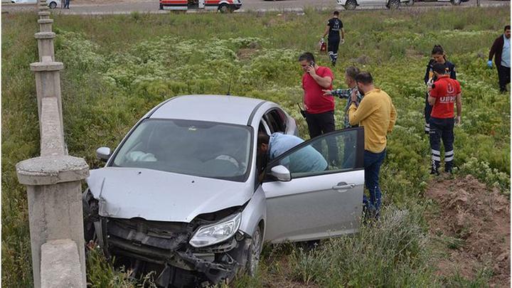 Aksaray'da boynuna ip bağlı genç duvara çarpmış otomobilde ölü bulundu