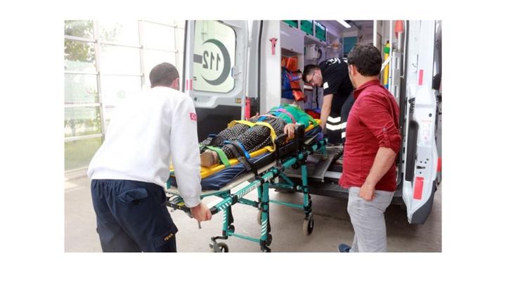 Adıyaman'da iki otomobil kafa kafaya çarpıştı: 8 yaralı