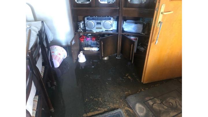 Zonguldak'ta yaşlı çiftin evini lağım suları bastı